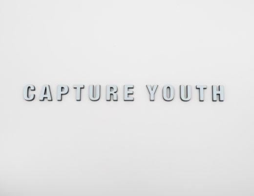 Schwarz/Weiß-Logo Capture Youth