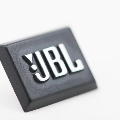 Logos, emblèmes et monogrammes en relief - badge JBL