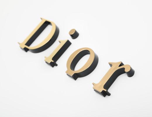 Logo relief pour PLV OR Dior