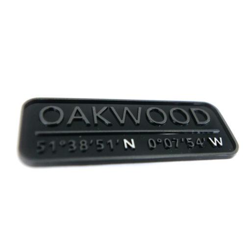 Logos, emblèmes et monogrammes en relief - PLANCHE DE BORD OAKWOOD