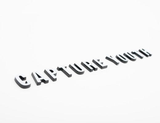 Impression logo noir/blanc 3D sur mesure pour PLV capture youth